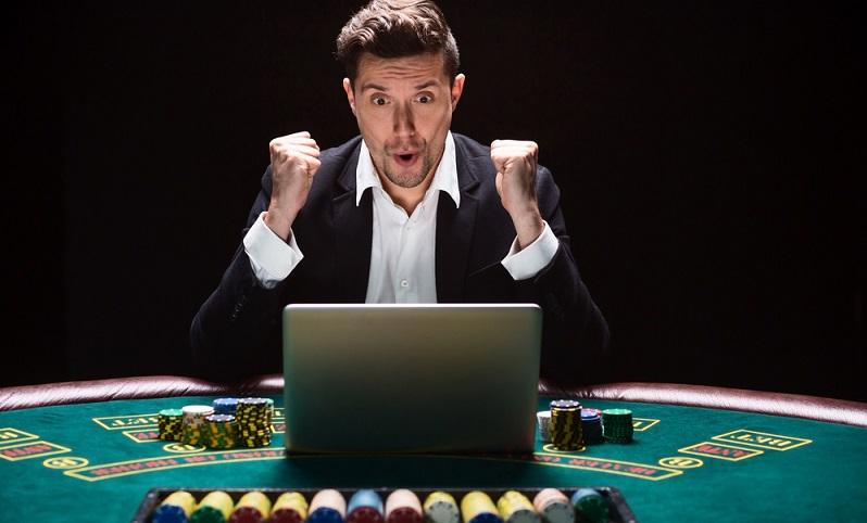 """Es ist durchaus verständlich: Wer ein eigenes Unternehmen gründet, sieht erst einmal nur sich selbst. """"Was kann ich machen, um Erfolg zu haben und die Gewinne möglichst hoch ausfallen zu lassen?"""" ( Foto: Shutterstock- nazarovsergey )"""
