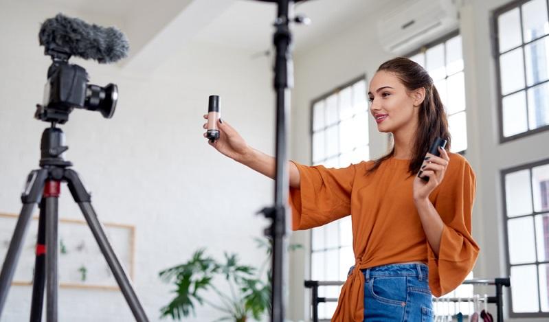 XING ist das Unternehmernetzwerk im Bereich Social Media, wo sich vor allem deutschsprachige Geschäftsleute treffen. ( Foto: Shutterstock-Daxiao Productions )