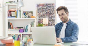 Home-Office-Pflichten: Arbeitgeber müssen das alles noch dazulernen ( Foto: Shutterstock-_Jack Frog)
