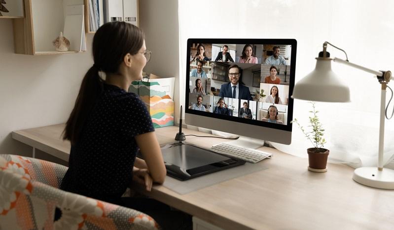 Kommunikation in der Zukunft ob mit Kunden oder auch Angestellten visuelle Treffen werden die Normalität sein ( Foto: Shutterstock-Fizkes)