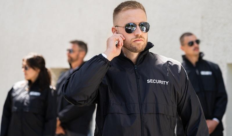 Das Sicherheitsunternehmen muss als Gewerbebetrieb ins Handelsregister eingetragen werden, was über einen Notar möglich ist.  (Foto: Shutterstock- Andrey_Popov)